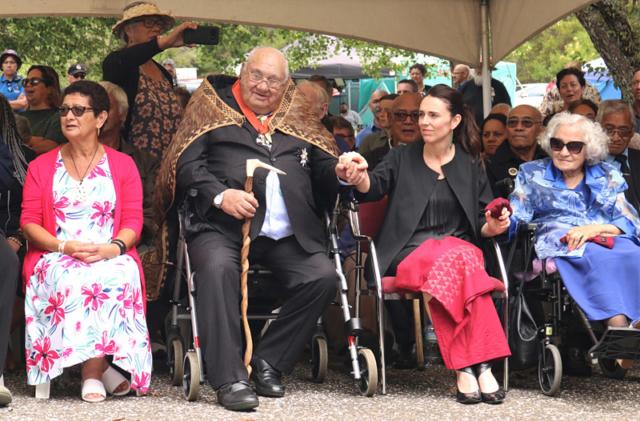 Master waka builder Sir Hekenukumai Puhipi with Prime Minister Jacinda Ardern and Ngāpuhi matriarch Titewhai Harawira