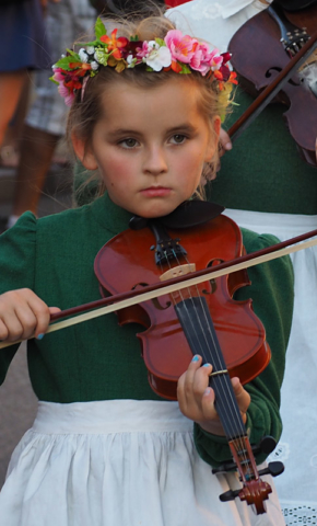 A young fiddler marches with the Polish group Wielkopolskie Kapele Dudziarskie