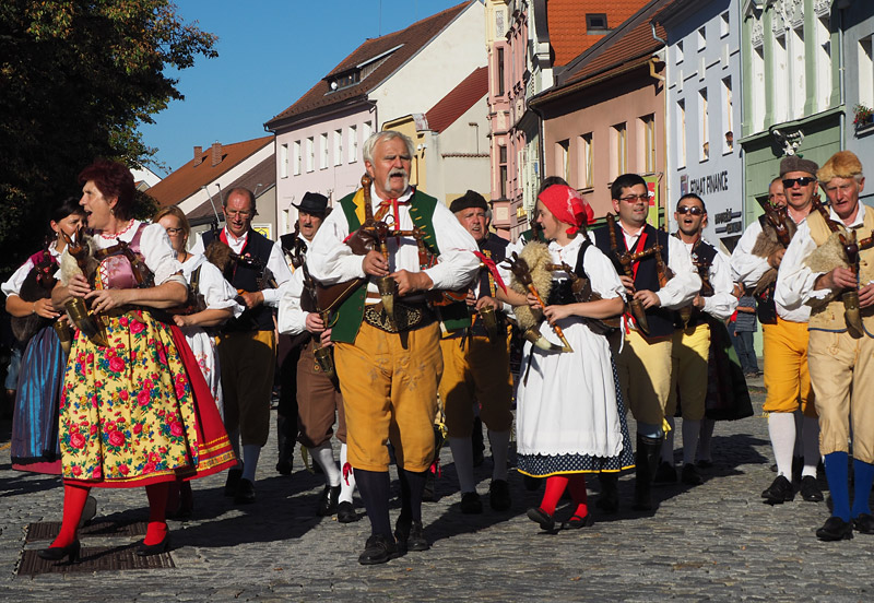 South Bohemian folk group Budus parades through Strakonice