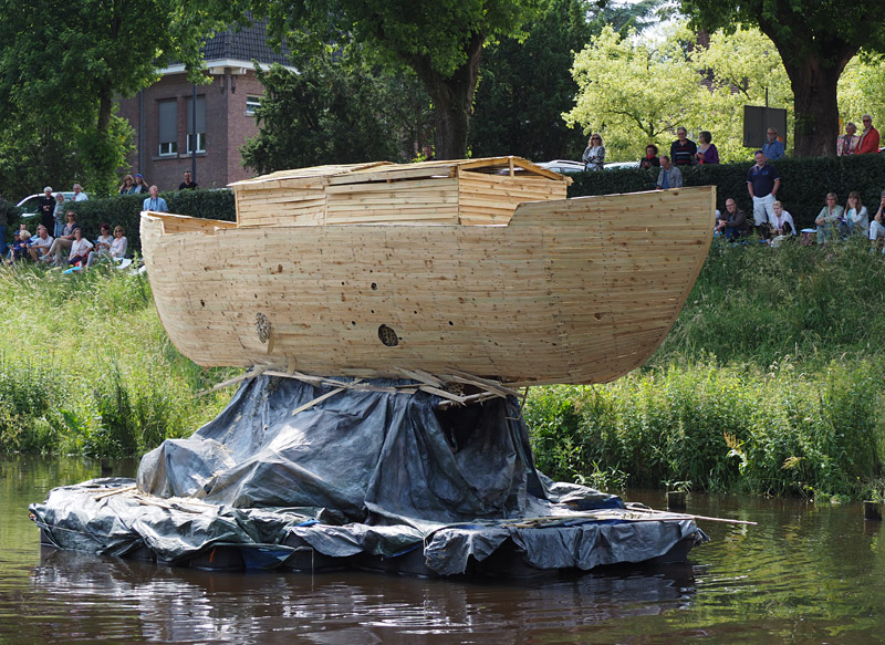 Verstekelingen [Stowaways] depicts the destruction of Noah's Ark by termites. Photo: Peter de Graaf
