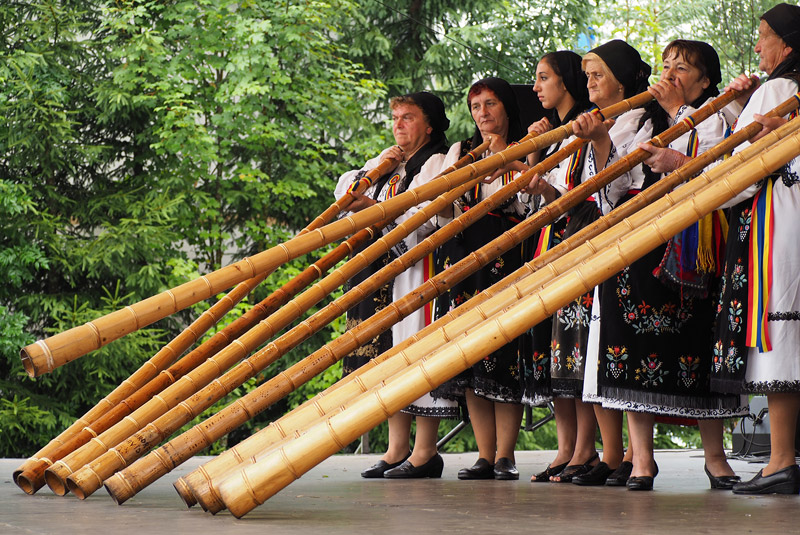 Women play the tulnic, a traditional instrument similar to an Alpine horn