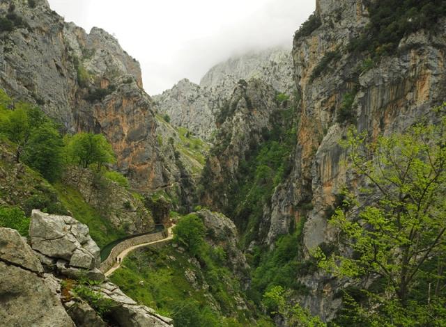 A walkway winds through the 1.6km-deep Garganta del Cares (Cares Gorge) in Picos de Europa
