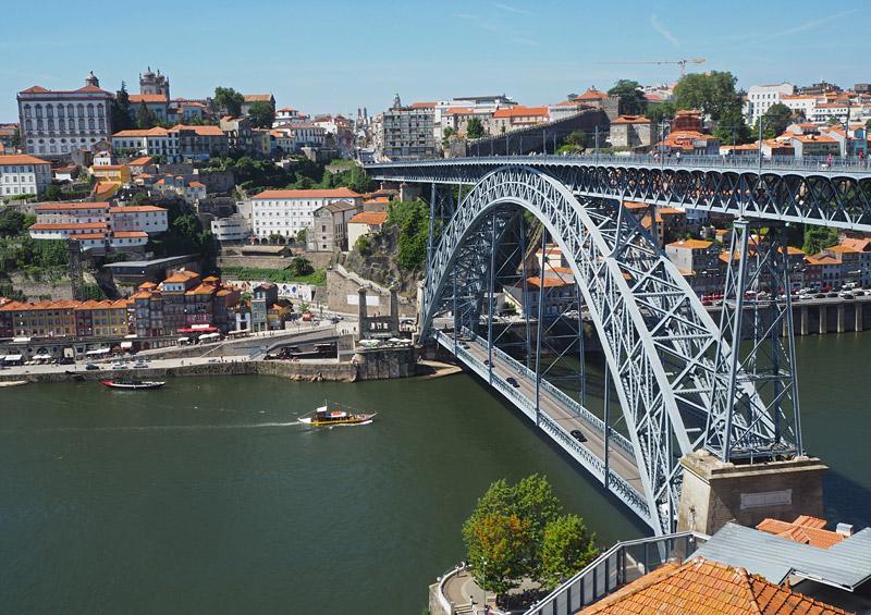 The double-decker bridge Ponte de Dom Luis I was built in 1886 across the Rio Douro in Porto