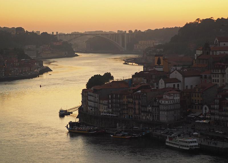 Rio Douro riverfront in Porto, Portugal