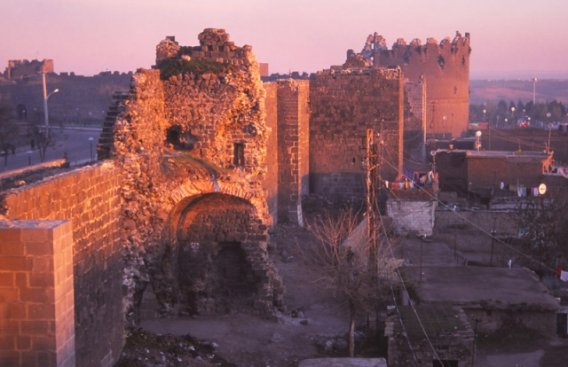 The 6km-long city walls of Diyarbakır were built in the 4th century