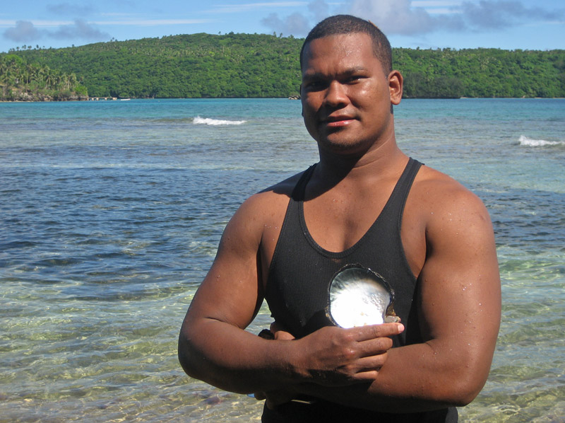 Davita with a mother-of-pearl shell, 'Utungake Island