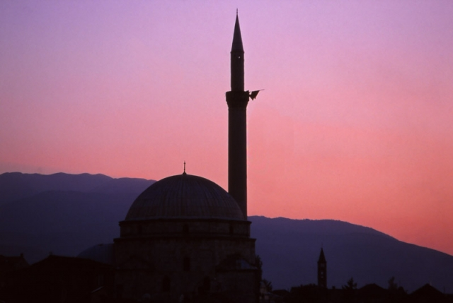 Kosovo, 1999: The 17th century Sinan Pasha Mosque in Prizren
