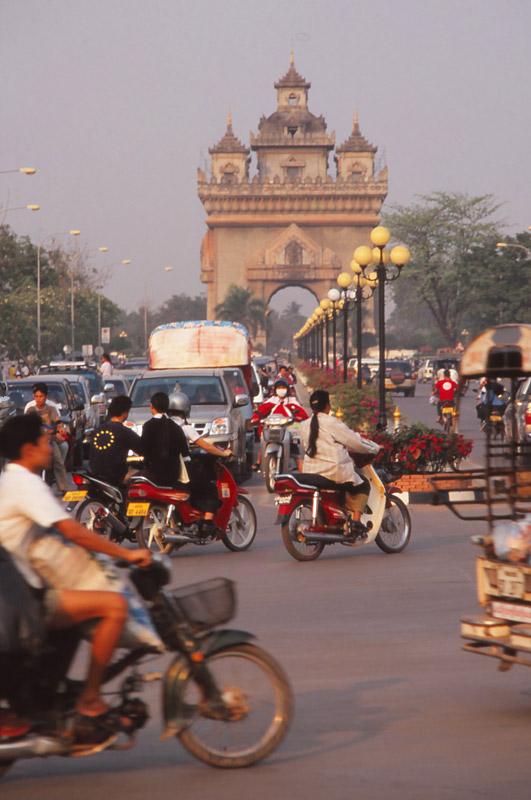 Rush hour on Thanon Lan Xiang (Million Elephants Avenue), Vientiane