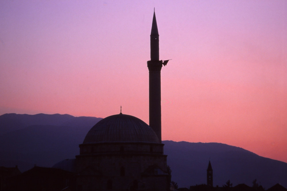 Kosovo, 1999: The 17th century Sinan Pasha Mosque in Prizren