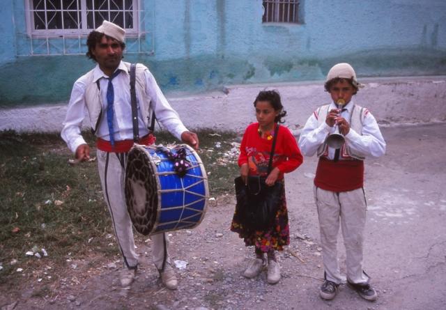 Street musicians in Elbasan mark the holy month of Ramadan